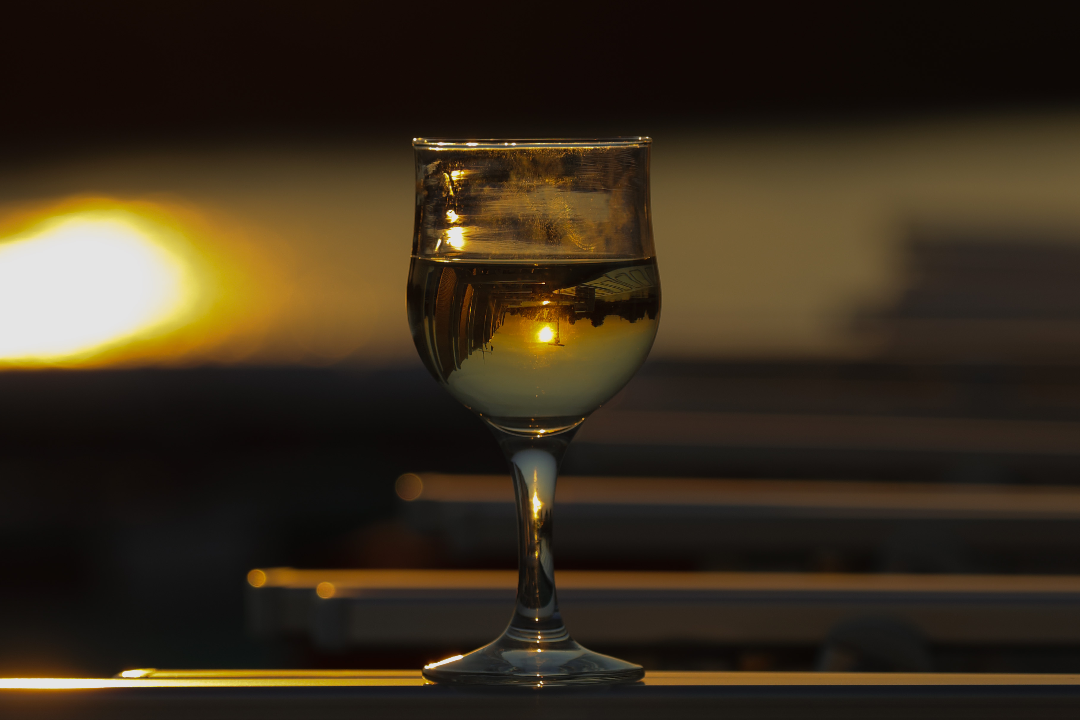 574B7185_c2.jpg - Sunset in a glass of wine
