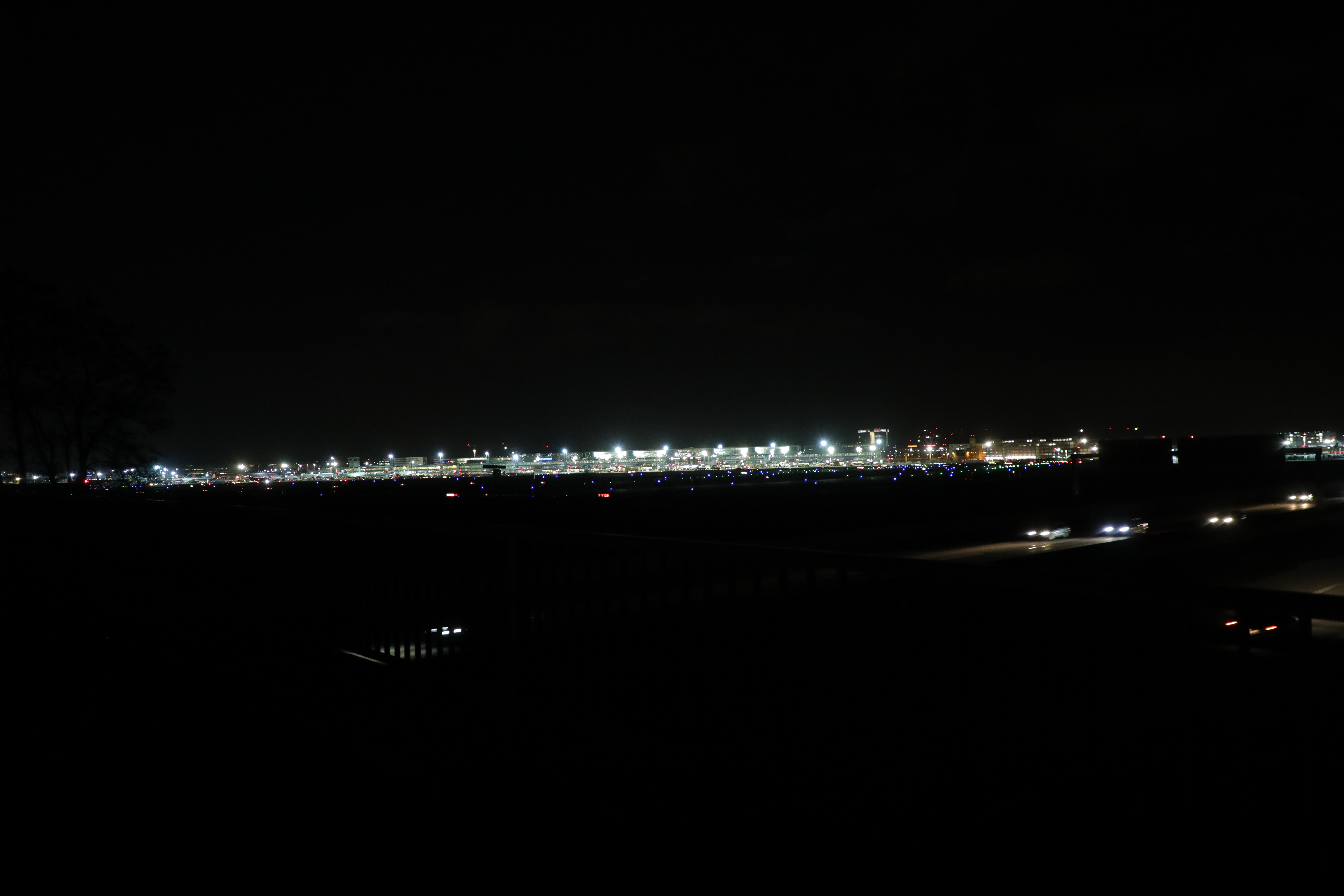 574B8557.JPG -  Frankfurt Airport  lights