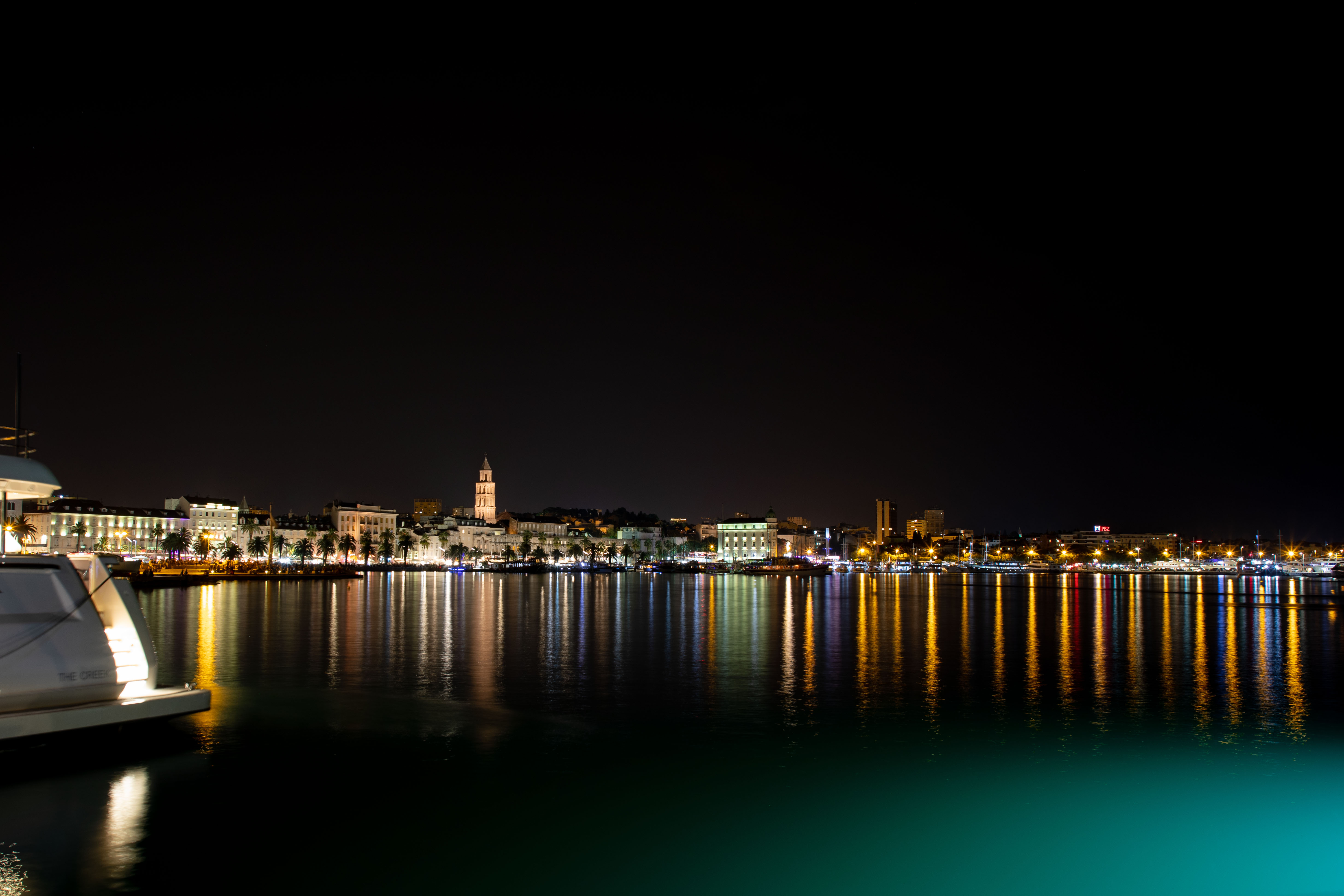 574B2515_c.jpg -  Split  at night